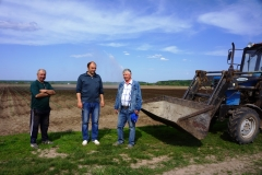 Тракторист Юра, управляющий Игорь Геннадьевич, главный агроном Геннадий Владимирович в полях